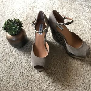 Steve Madden Shoes - 🌿SALE🌿 Steve Madden Snake Platform Wedges